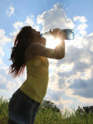 bebe agua.png